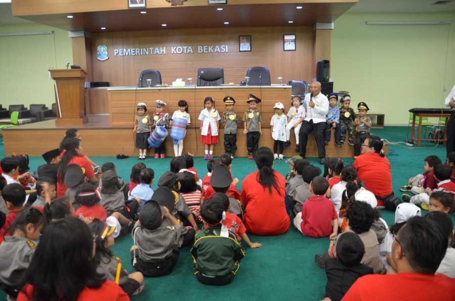 Wali Kota Bekasi Sumringah Lihat Kehadiran Murid TK Manahaim Ke Pemkot Bekasi